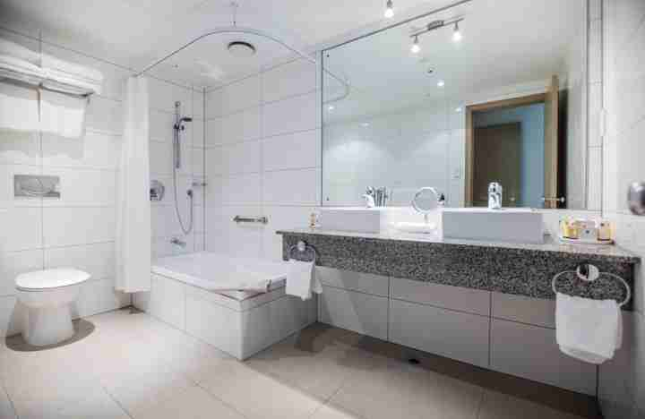 Copthorne Hotel apartment bathroom
